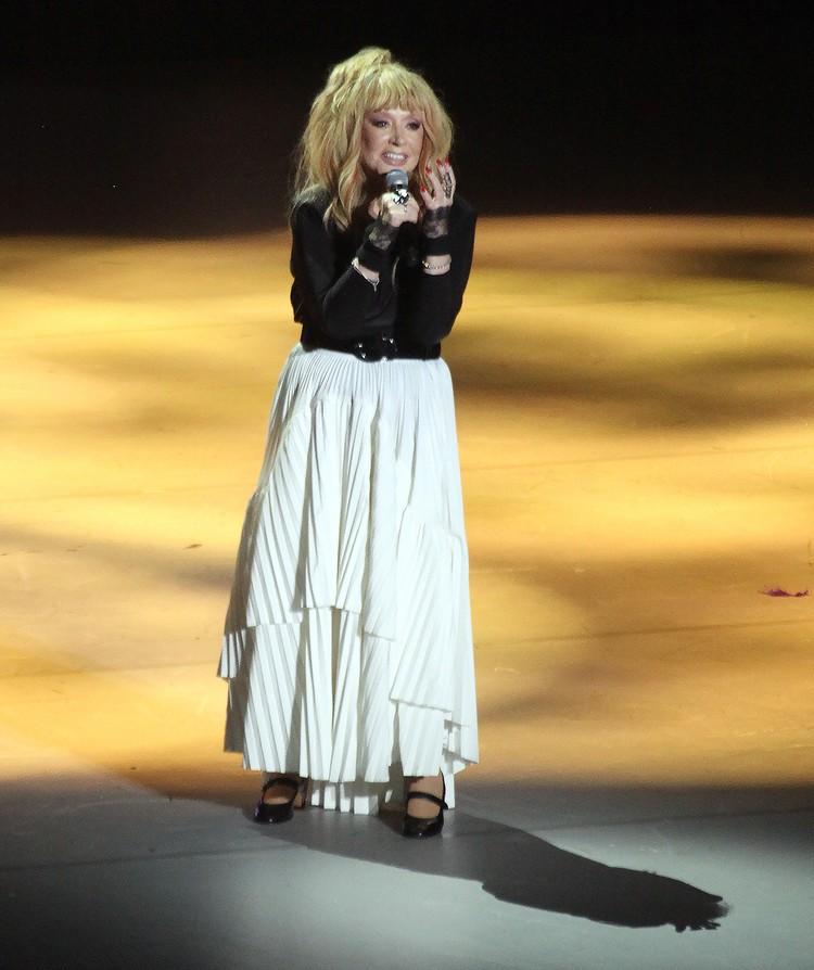 Алла Пугачева завершала концерт в белой юбке. Фото Дмитрий Петровский/Тайны звезд