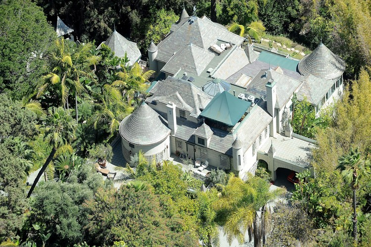 Полина уже поселилась в роскошном поместье Деппа в Лос-Анджелесе.