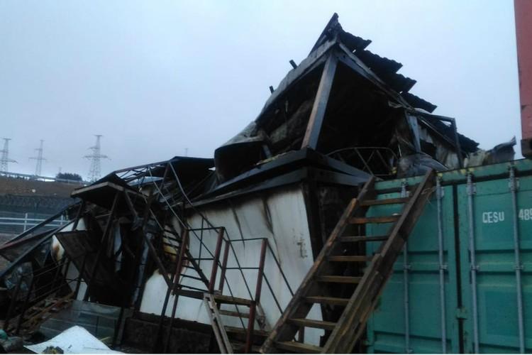 Здание загорелось ночью, жильцы в это время спали