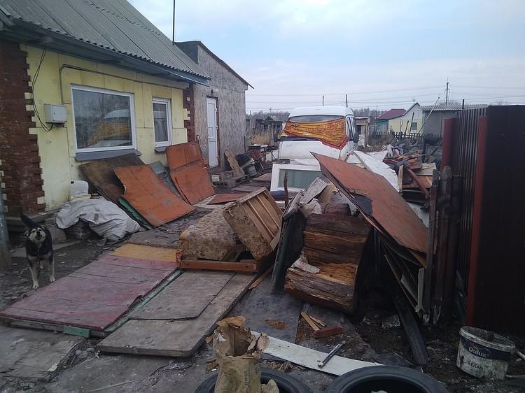 Трагедия случилась в этом доме на самом краю города.