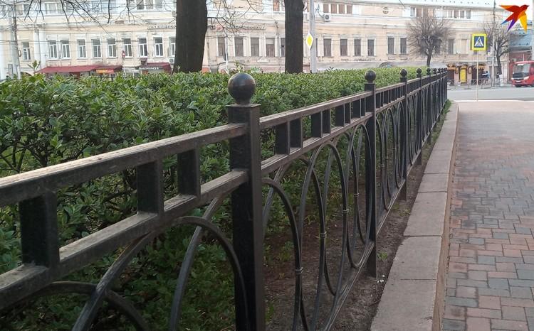 Теперь ограда выглядит так.