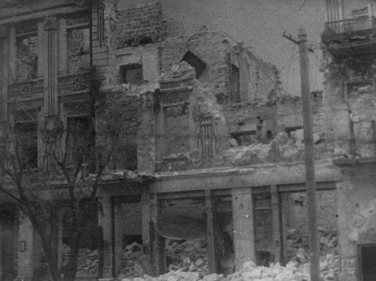 Уничтоженное здание Морской библиотеки. Фото: архив Минобороны РФ