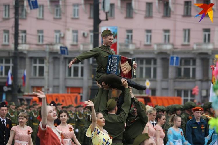 Танцевальная часть парада.