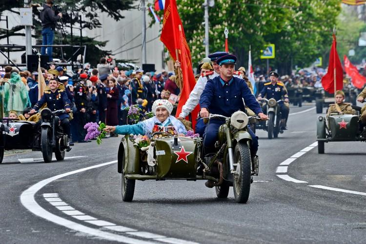 Ветеранов с почетом прокатили на параде