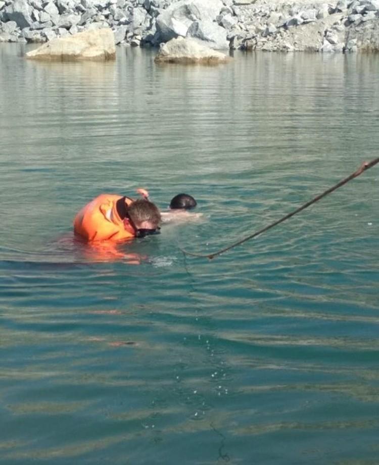 Спасатели достают тело ребенка. Фото: dpscontrol.