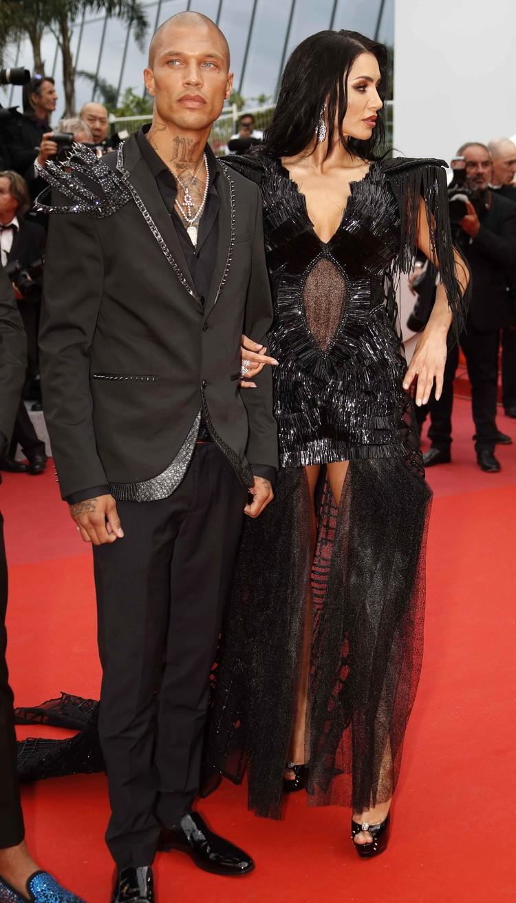 Черноволосая фея рядом с Джереми – его коллега по подиуму, модель Андреа Сасу.