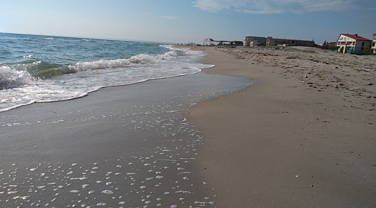 Пляжем в поселке еще никто и не занимался