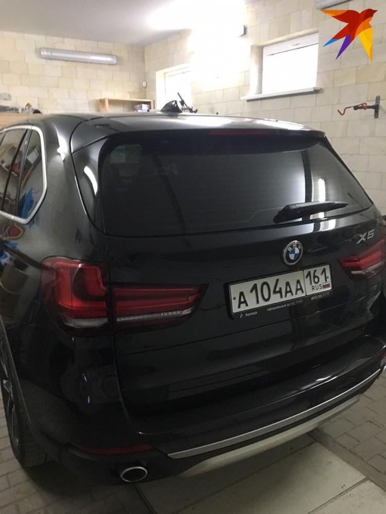 Автомобиль BMW X5 - значится официально в декларации заместителя губернатора.