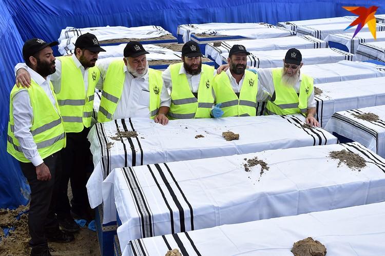 Еврейская община активно участвовала в подготовке перезахоронения и следила, чтобы все соответствовало еврейским обычаям.