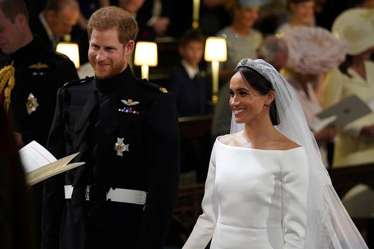 Принц Гарри и Меган Маркл во время венчания в церкви.