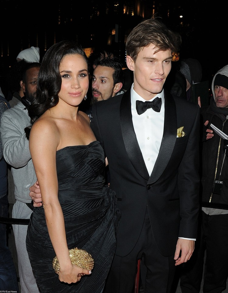 Будущая супруга принца Гарри в компании Оливер Чешира, 2013 год.