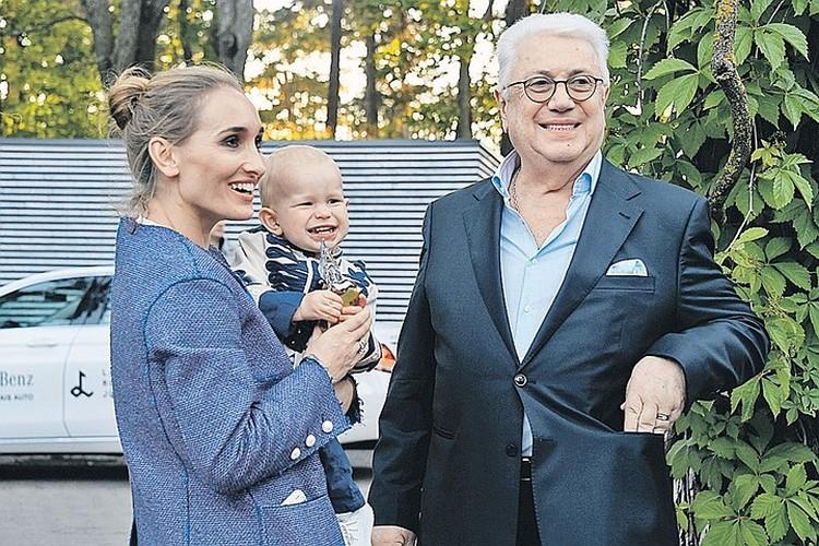 Владимир Винокур с дочерью Анастасией и внуком Федей на фестивале «Лайма. Рандеву». Июль 2017 года.
