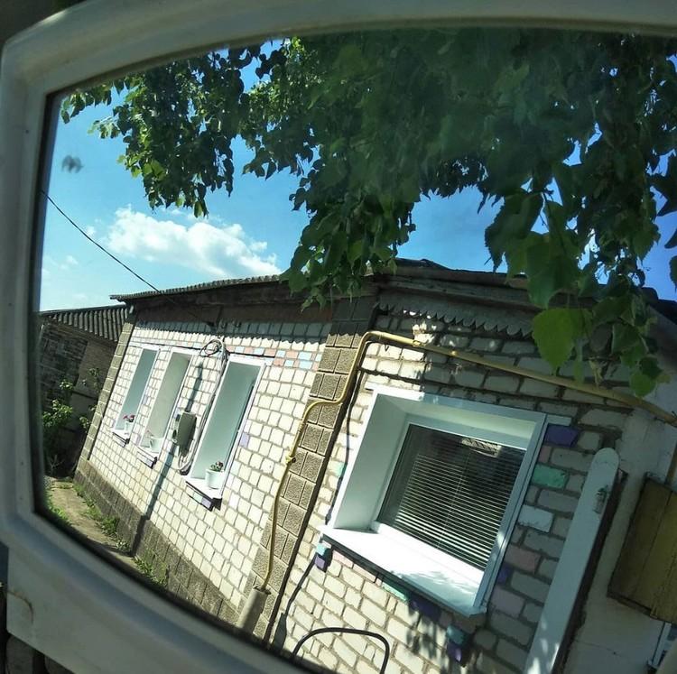 Май Абрикосов вновь стал Романом Тертишным и поселился в деревне в 100 км от Воронежа. Сельский житель обитает в небольшом доме. Фото: соцсети