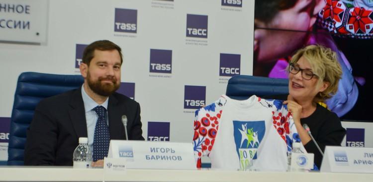 Руководитель ФАДН России Игорь Баринов и генеральный продюсер проекта Лина Арифулина.