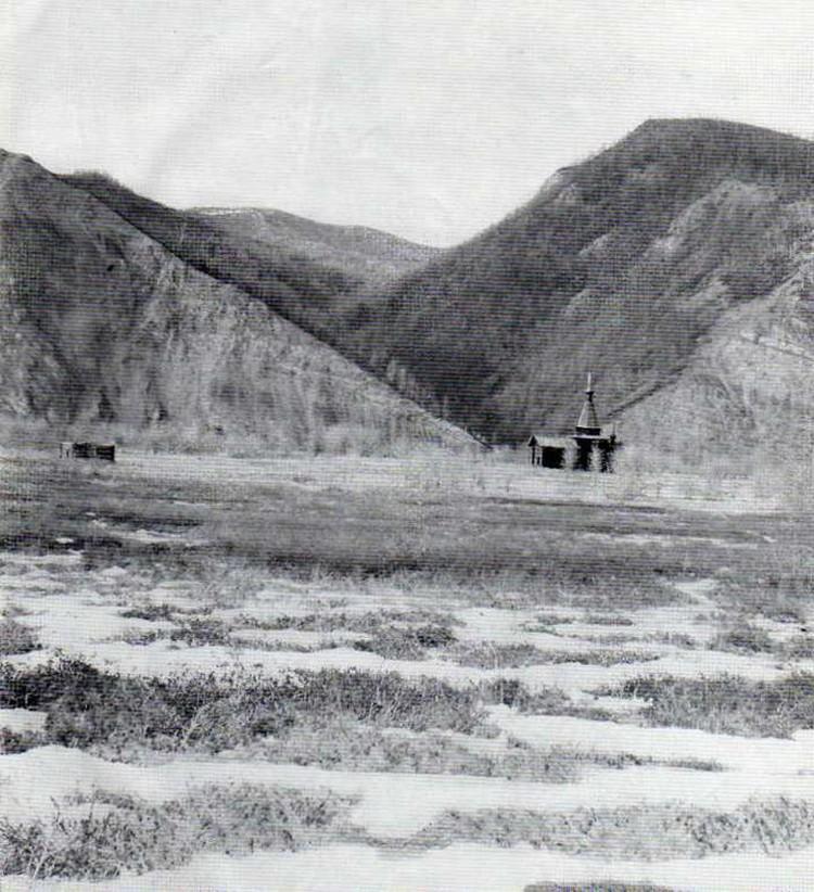 Так выглядела Зашиверская церковь в родном окружении. Фото: архивы СО РАН.