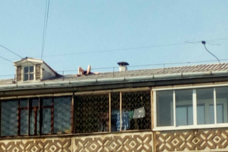 """И вот они - солнечные ванны. Фото: группа """"Непростой Ангарск"""" ВКонтакте"""