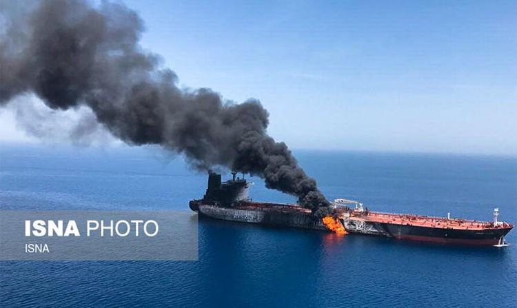 По данным местных СМИ, корабль торпедировали\ФОТО: ISNA PHOTO