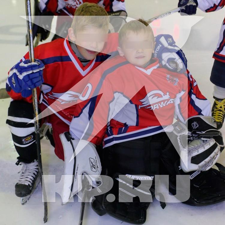 Сыновья Максима Соколова с детства занимались хоккеем. Фото: Эксклюзив КП