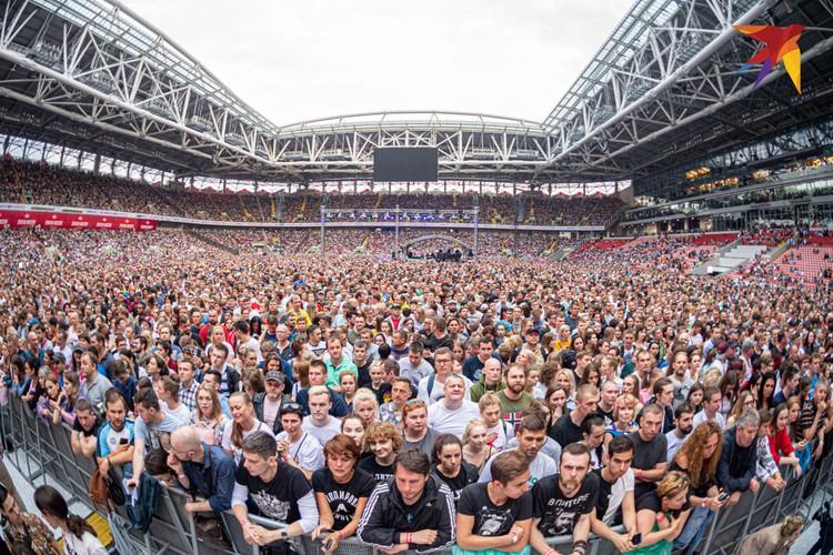 Это был последний концерт в Москве, поэтому народу было гигантское количество