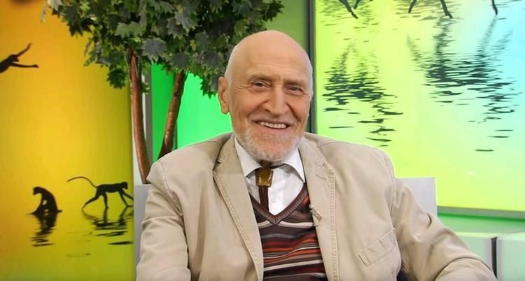 """Долгие годы Николай Дроздов вел телепередачу """"В мире животных""""."""