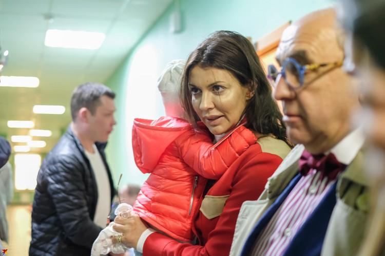 Жена Аршавина Алиса Казнина и их общий ребенок не видели Андрея уже несколько месяцев.