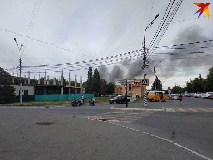 Почти два павильона сгорели на рынке «Феникс» в Энгельсе