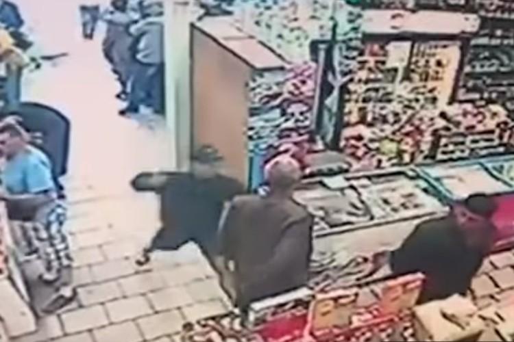 15-летний школьник ударил мужчину ножом в грудь. Фото: скриншот видео 47news.