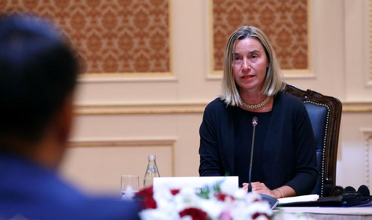 Федерика Могерини в свою очередь заверила, что Кыргызстан - важный регион для Евросоюза, и ЕС и дальше поможет развивать в стране демократию.