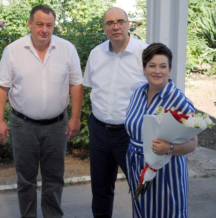 Татьяна Быковская лично приехала поздравить счастливую маму и коллегу.