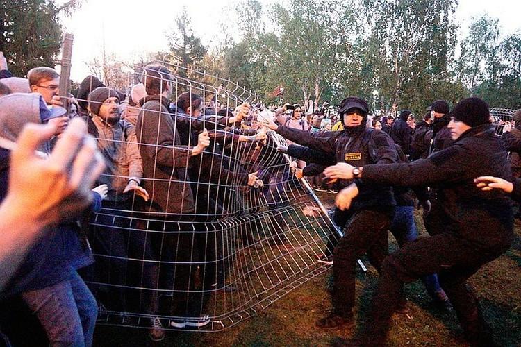 В мае Екатеринбург разделился на два лагеря из-за сквера, в котором собирались построить храм