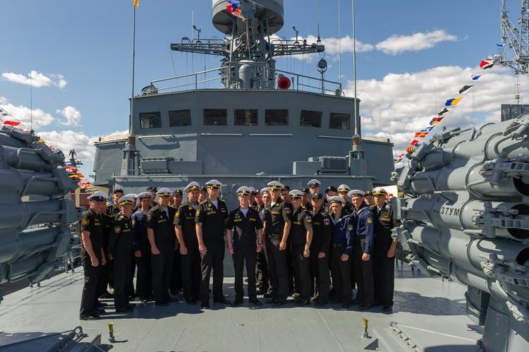 Участвовать в параде в честь Дня ВМФ – особая гордость для моряков.