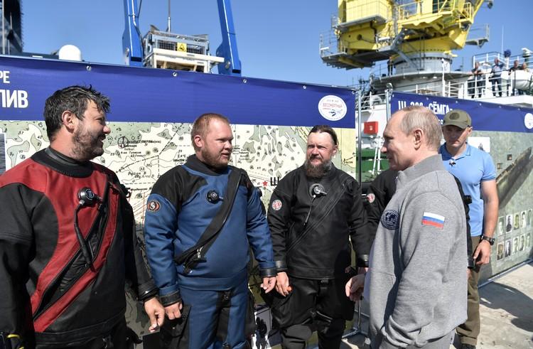 Аквалангисты, сопровождавшие подводный аппарат с Путиным