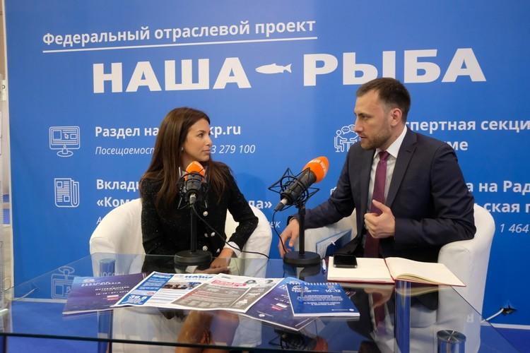 """Полина Кирова в мобильной студии """"КП""""."""