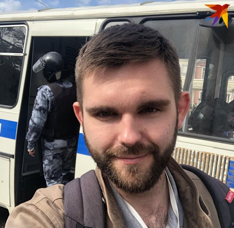Наш корреспондент Роман Голованов поговорил на митинге с двумя противоборствующими сторонами