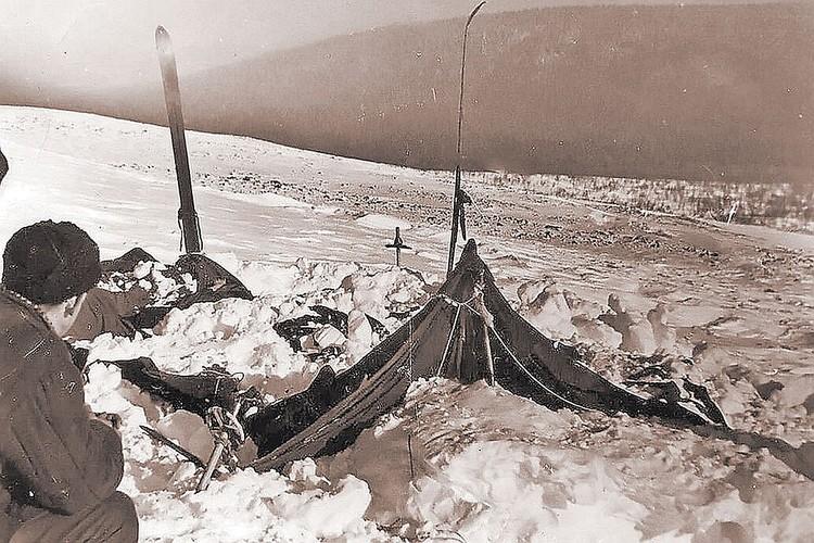 """Таким обнаружили лагерь """"дятловцев"""" спасатели много лет назад. Фото: Фонд памяти группы Дятлова"""
