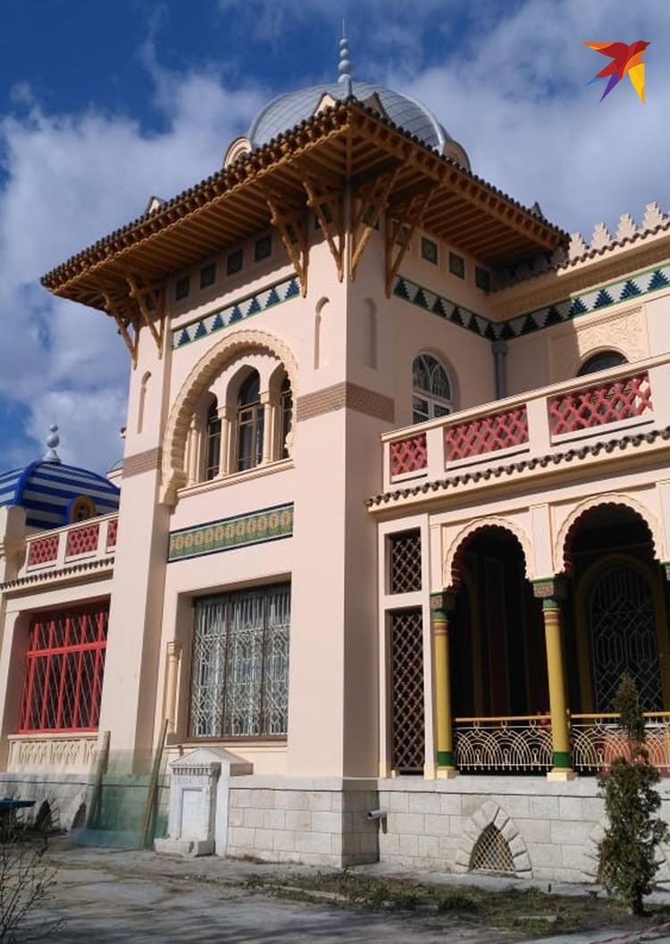 Дача Стамболи (архитектор Оскар Вегенер), построенная в Феодосии в 1915 года по заказу местного табачного магната Иосифа Стамболи в испано-мавританском стиле