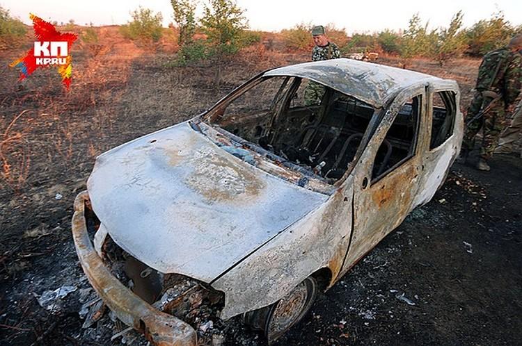 Сгоревший «Рено Логан» с останками журналисты «Комсомолки» обнаружили вместе с коллегами из Life News