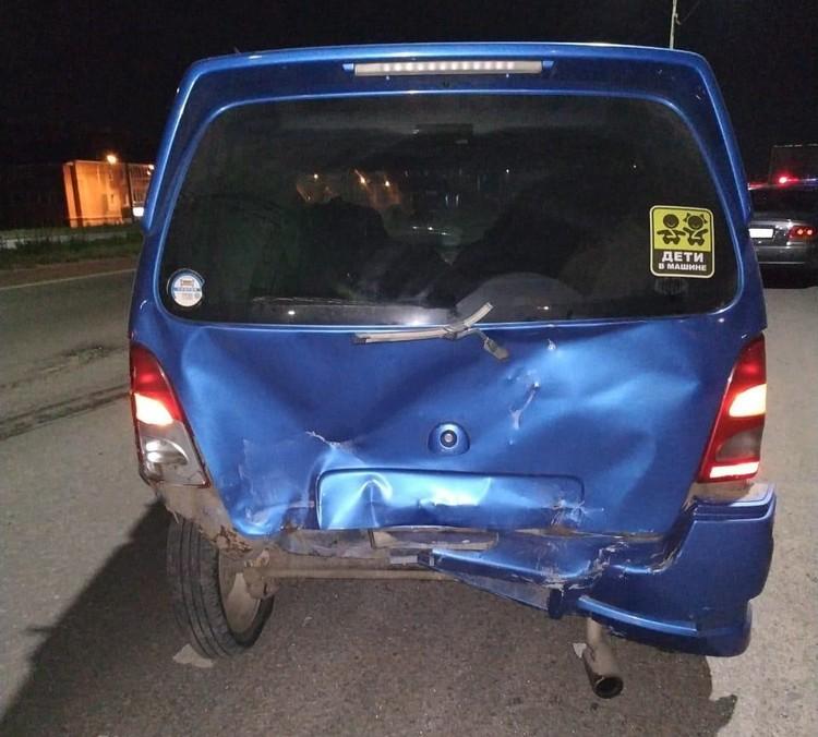 Другая машина, пострадавшая в аварии.