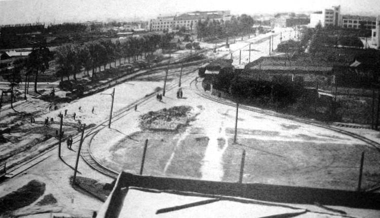 """Разворотное кольцо трамваев """"Выставка"""" было на месте нынешней площади Калинина."""