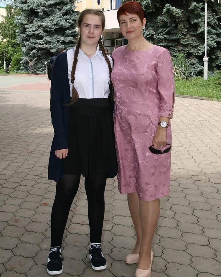 Даша с мамой Ириной. Именно в этой кофточке девочка была в день своего исчезновения Фото: Личная страничка героя публикации в соцсети