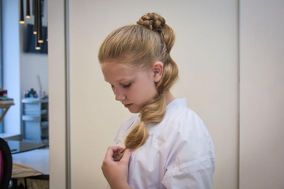 Прическа девочке на концерт