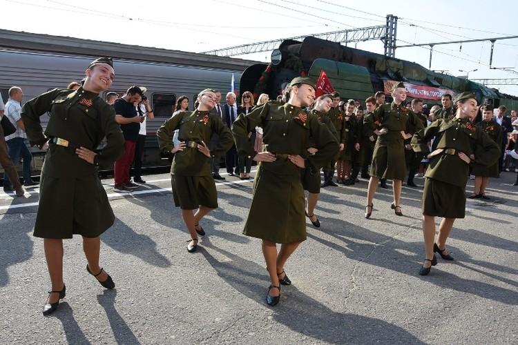 В поезде едут 150 человек - ветераны, волонтеры и молодые железнодорожники