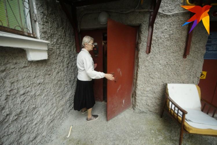 Пожилая пара владела двумя комнатами в трехкомнатной коммуналке на Московской