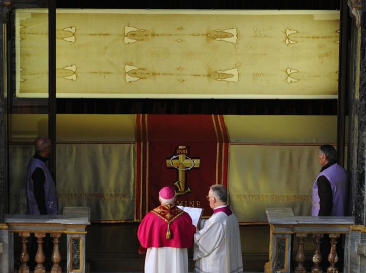 Ватикан не дает провести новую датировку Туринской плащаницы. Видимо его устраивает нынешняя двусмысленность.