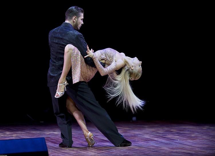 Российского танцора танго дисквалифицировали за удар удар жены кулаком