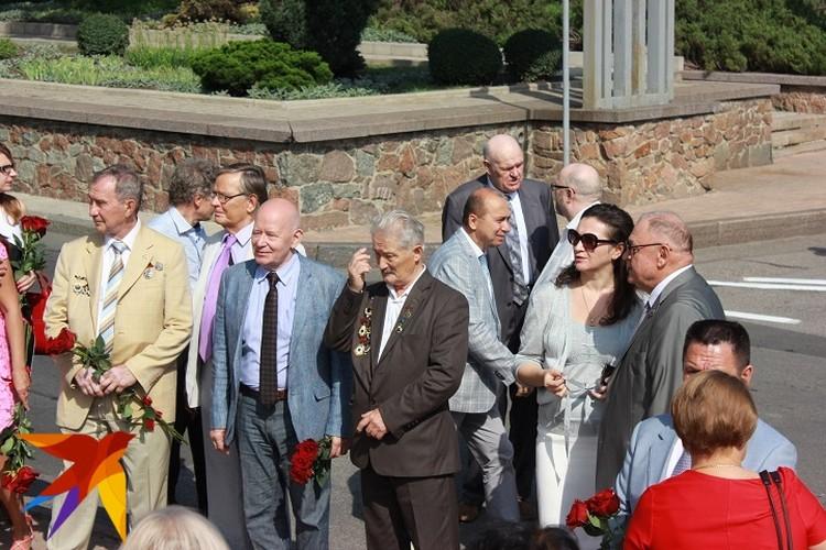 В Донецке на здании «Донбасс Оперы» открыли мемориальную доску своему земляку Иосифу Кобзону