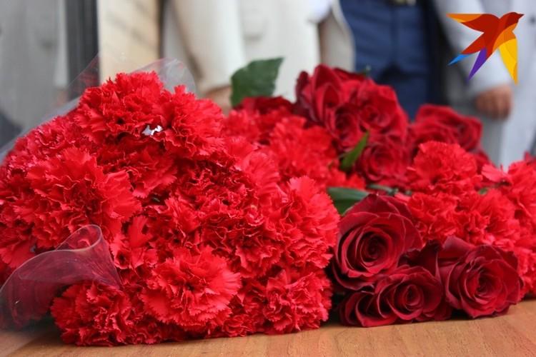 На здании донецкой филармонии была открыта мемориальная доска известной советской исполнительнице Тамаре Миансаровой