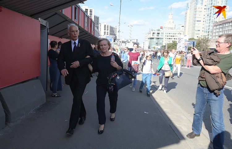 Василий Лановой пришел на праздничный концерт
