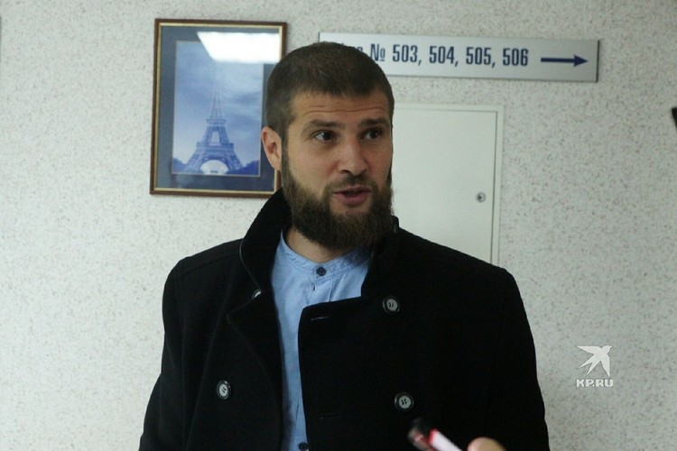 На пресс-конференцию, посвященную судьбе Супрематического креста, пришел и представитель православных активистов Сергей Алиев.