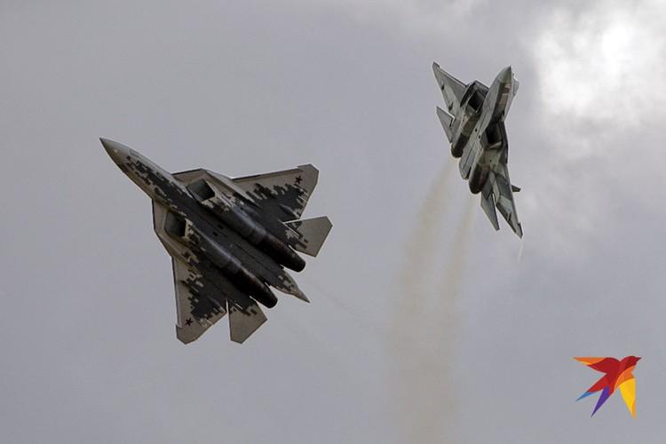 Многофункциональные истребители пятого поколения Су-57 в небе Жуковского, август 2019 г.